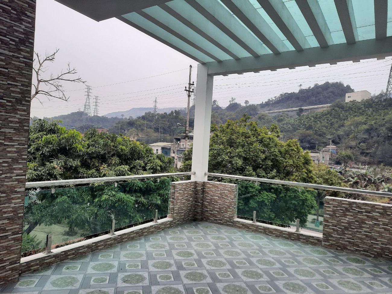 ho-mshangs-house-in-quang-ninh-glass-roofjpg-1629794680.jpg